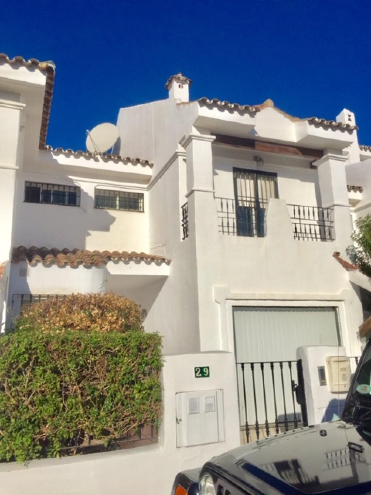 Maison Jumelée  Mitoyenne en vente   à Puerto Banús