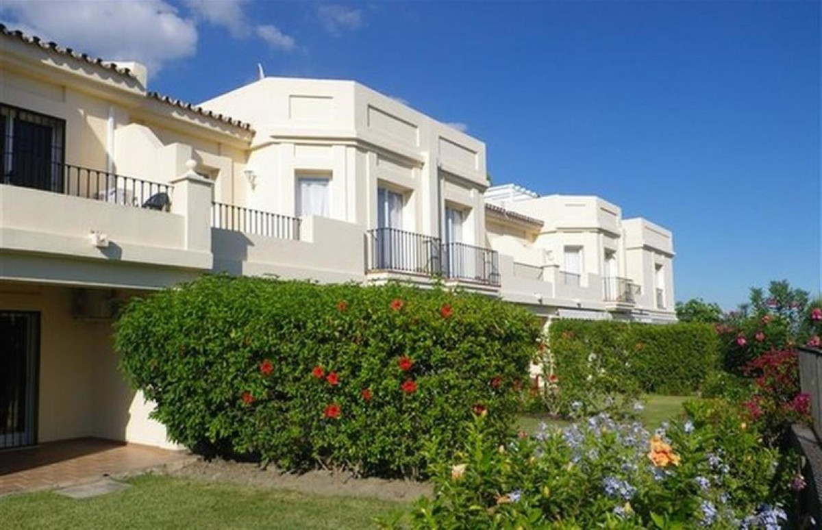 A family sized well presented townhouse in one of the most sought after gated communities close to L,Spain