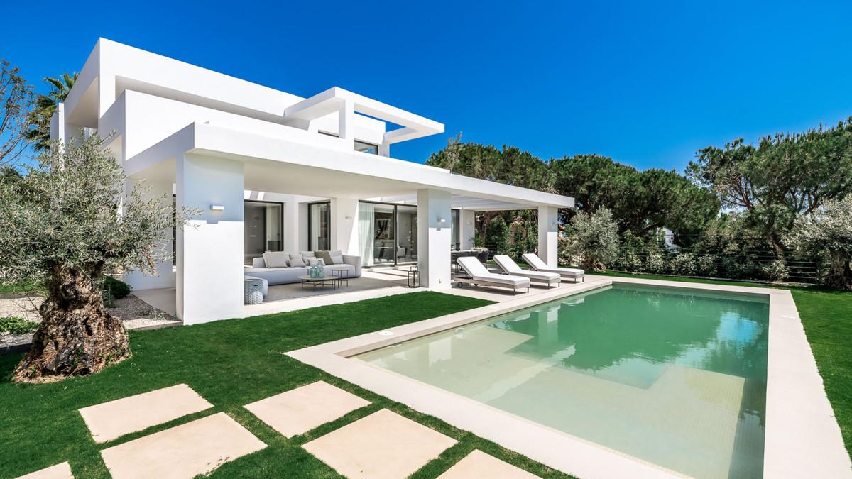 Detached Villa for sale in Marbesa R3939904