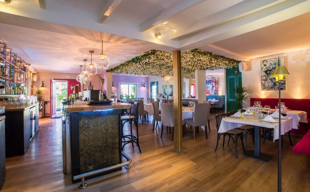 Lease hold - fully equipped restaurant in Nueva Andalucia, in a very busy area, with easy access and,Spain