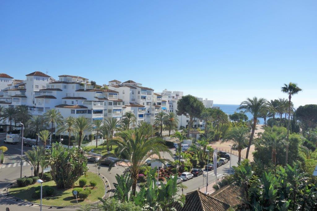 Fantastic apartment in a very well located urbanization in Puerto Banus, walking to the beach. Very ,Spain