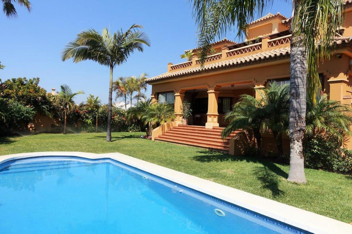 Villa for sale in San Pedro de Alcantara - San Pedro de Alcantara Villa - TMRO-R2922308