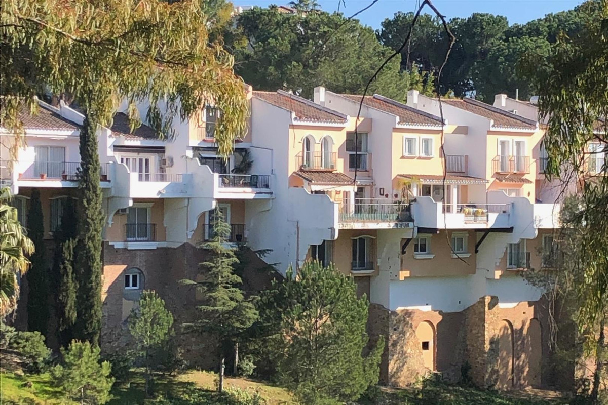 Townhouse for sale in La Quinta R3376399