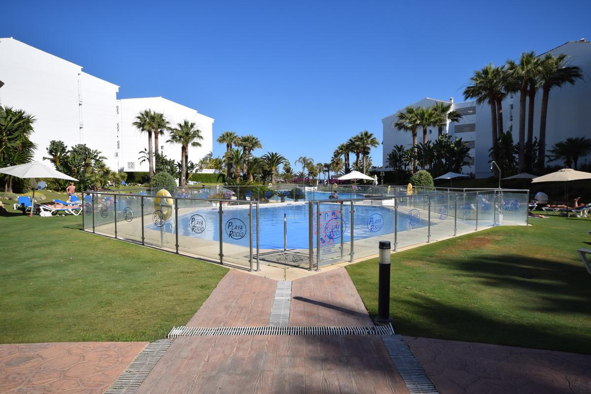 Playa Rocio, west facing renovated 2 bedroom groundfloor apartment. A perfect location in Puerto Ban,Spain
