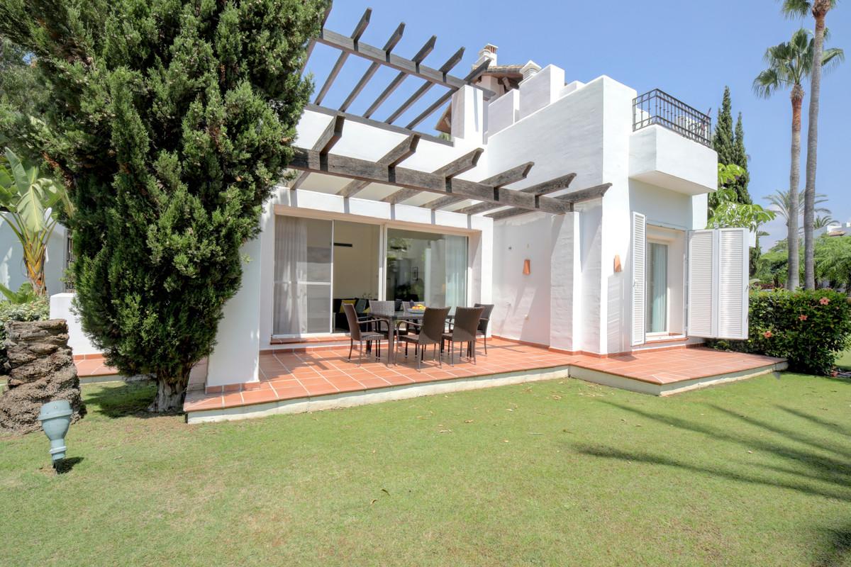 Appartement  Rez-de-chaussée en location  à Estepona