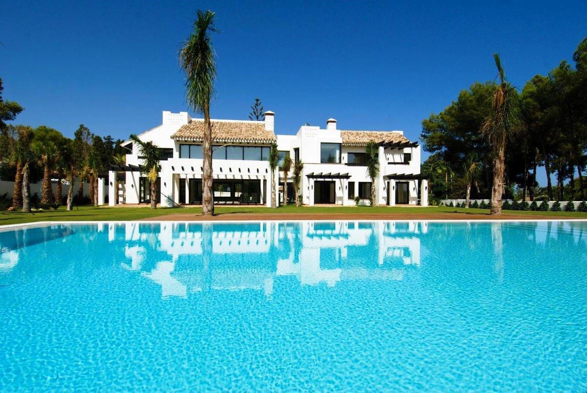 Casa en venta con 1000 m2, 6 dormitorios  en Guadalmina (Marbella (Mun
