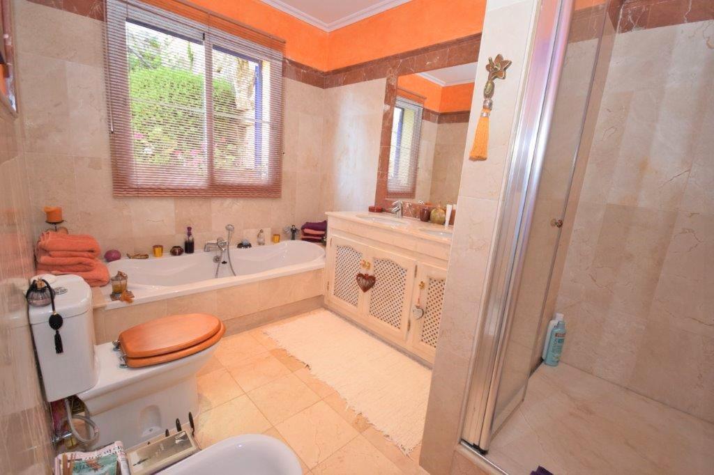 House in Istán R3206263 10