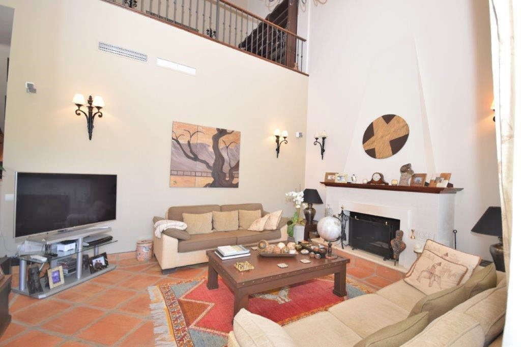 House in Istán R3206263 2