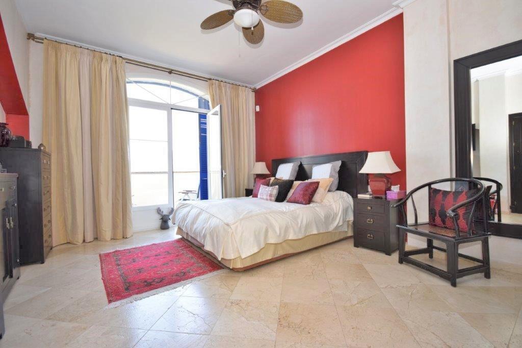 House in Istán R3206263 3