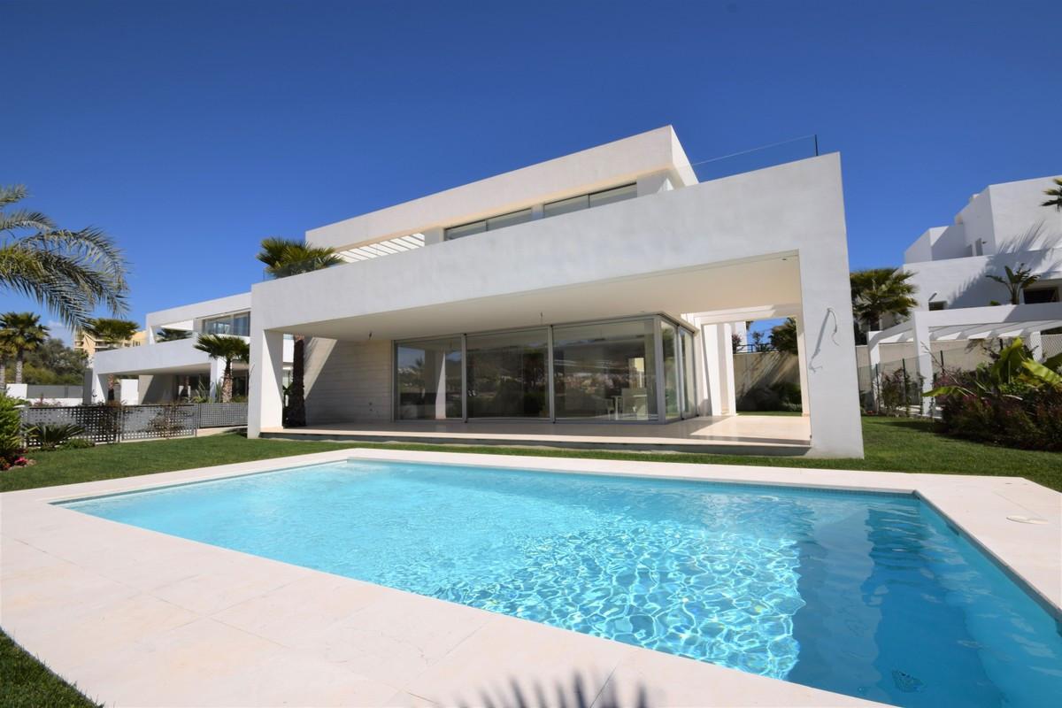 Detached Villa for sale in Marbella R3414208