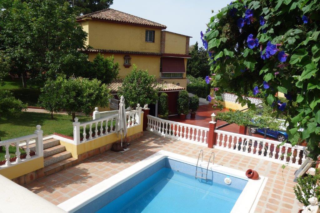 Villa located in an exclusive urbanization in front of the La Dama de Noche golf course, next to pre,Spain