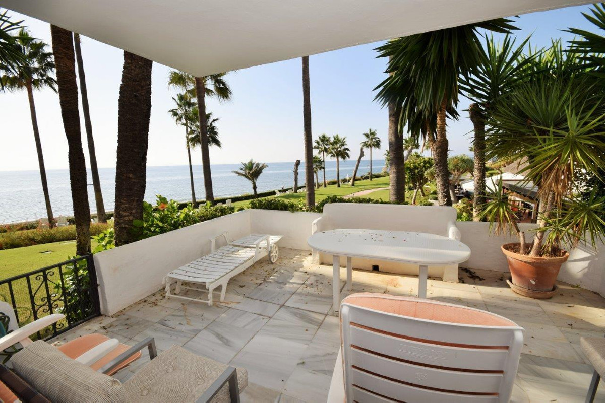 Appartement  Rez-de-chaussée en vente  et en location  à Estepona