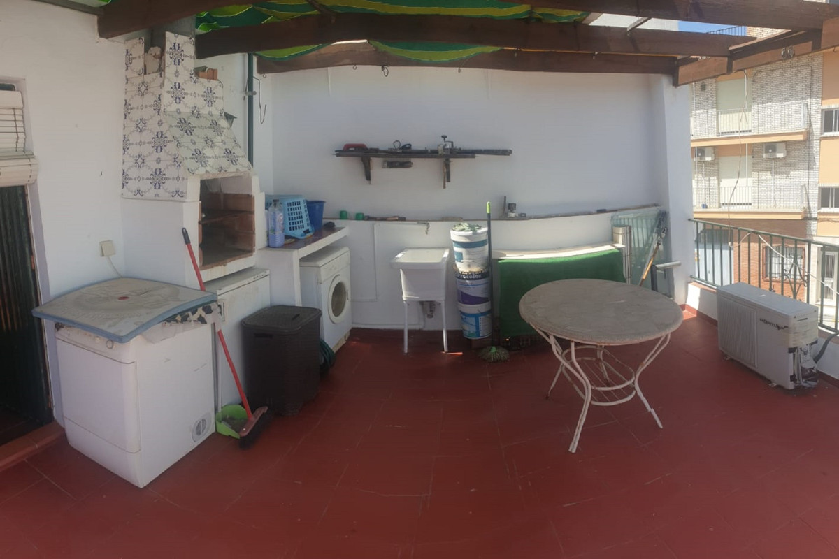Town house. 4 bedrooms 1 bathroom 1 toilet terrace with barbecue. It consists of a ground floor with,Spain