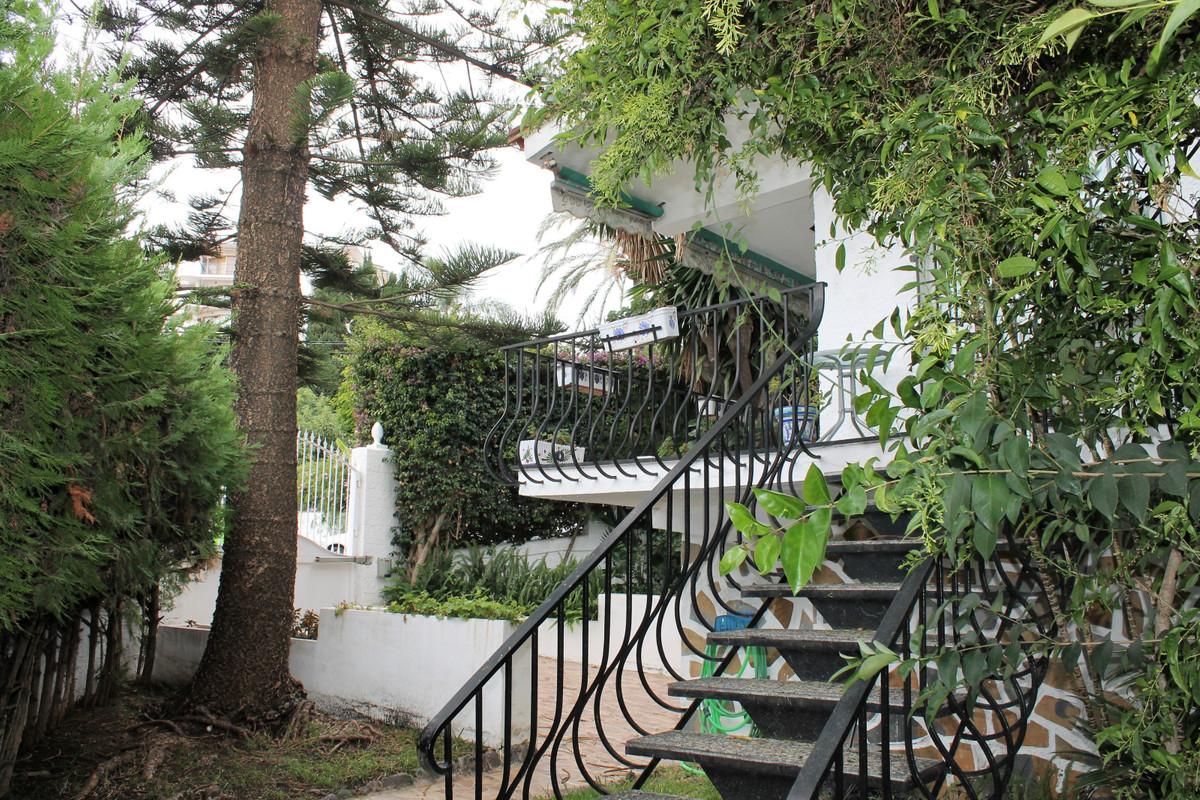 5 min walking to the beach and Puerto Marina.  Semi-Detached House, Benalmadena Costa, Costa del Sol,Spain