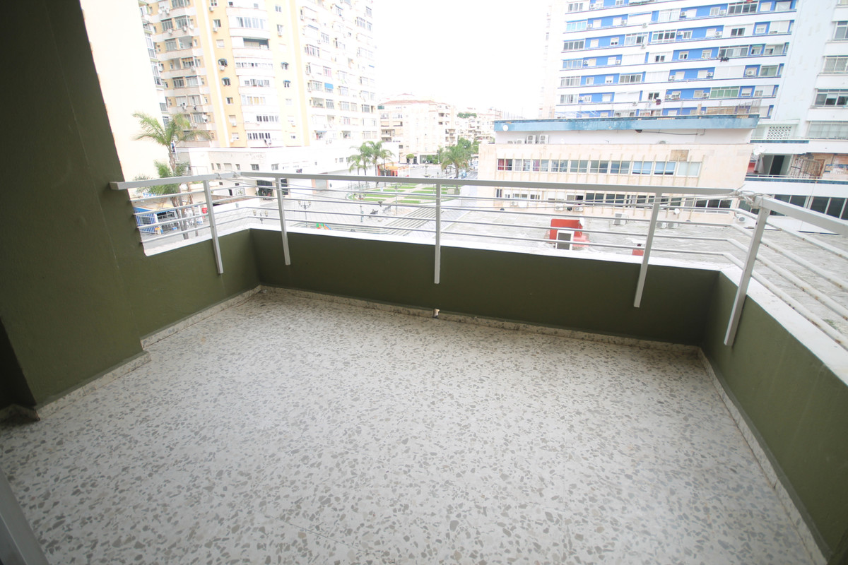 Between 150.000€ to 200.000€ a visit and make an offer !!! On the 3rd floor with elevator.  Beach to,Spain