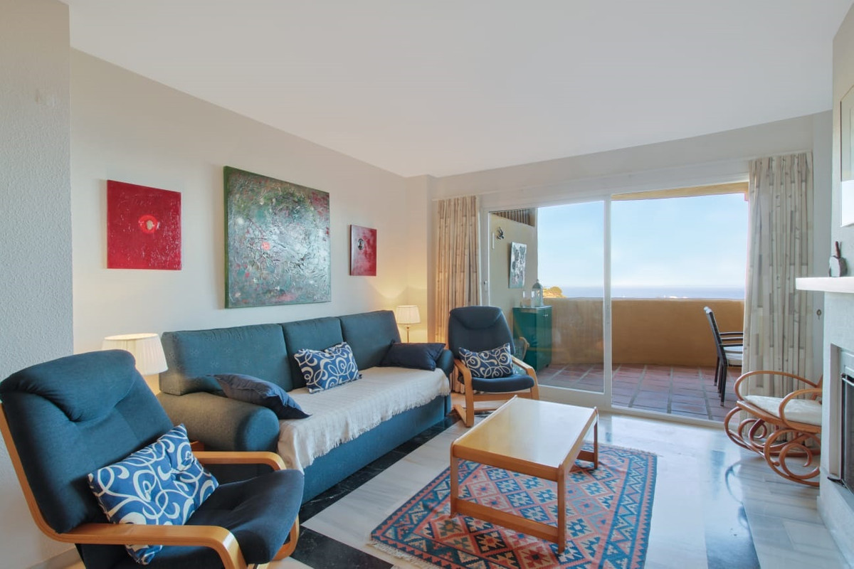 Beautiful two bedroom apartment, two bathrooms. There is a splendid view of the sea from the terrace,Spain