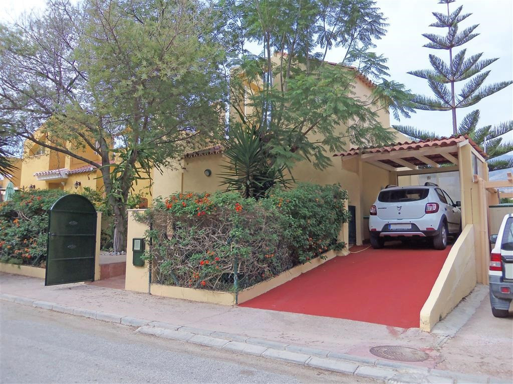 Terraced house with 4 bedrooms and 2 bathrooms. located at la la Sierezuella,Spain