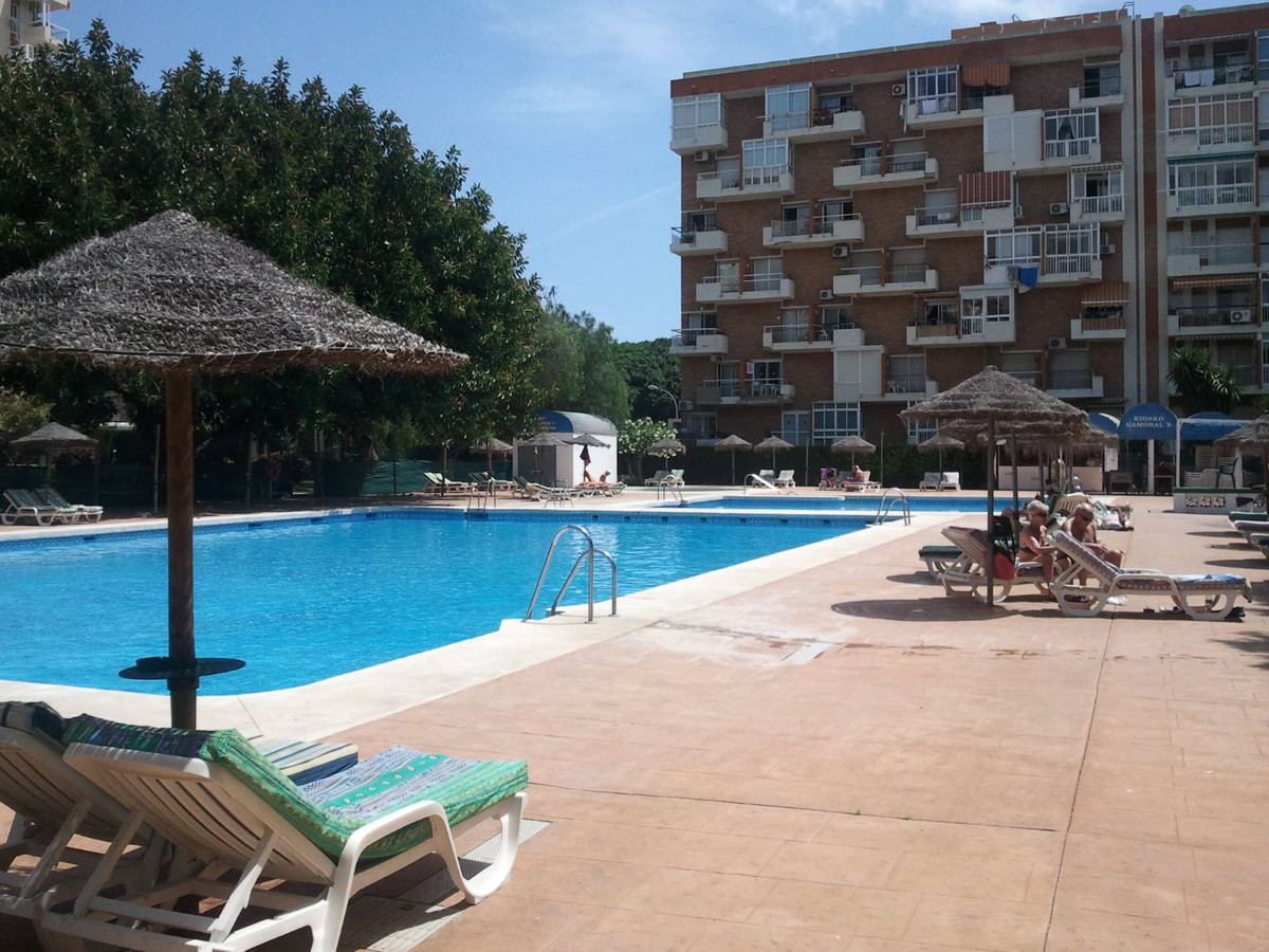 For sale studio renovated by community payment per month 53 euros of water included this town center,Spain
