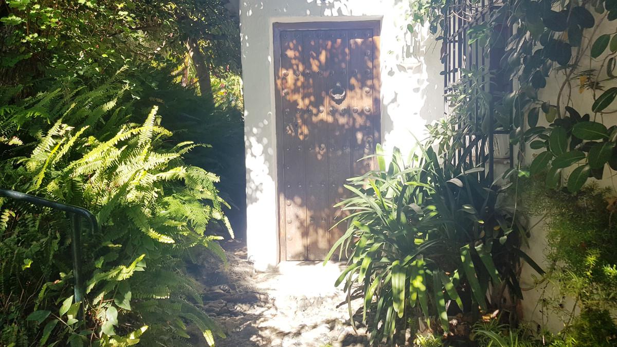 Villa, Semi Detached  for sale    in Marbella
