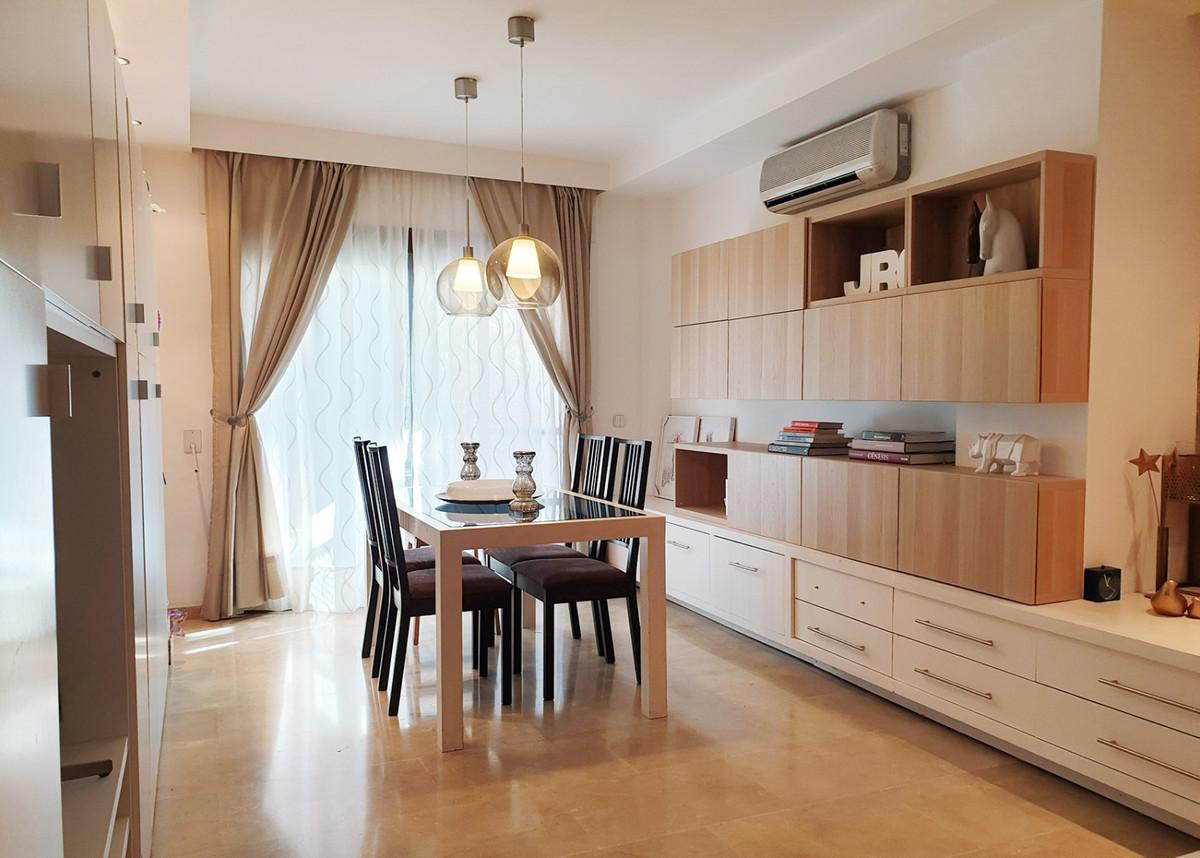Appartement, Mi-étage  en vente    à The Golden Mile