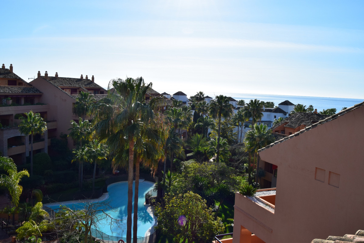 Apartment, Penthouse  for sale    in Bahía de Marbella