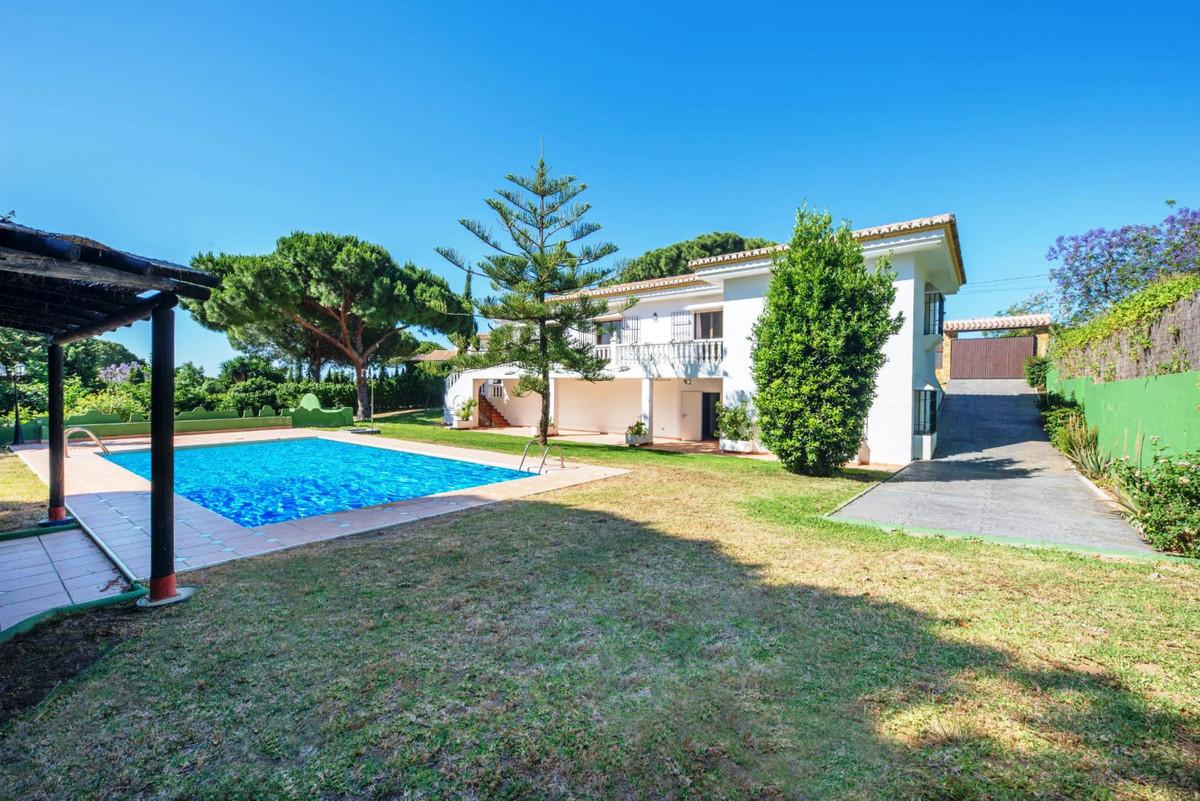 Detached Villa for sale in Elviria R3722888
