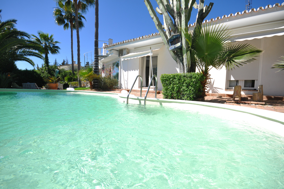Detached Villa for sale in Marbella R3619460