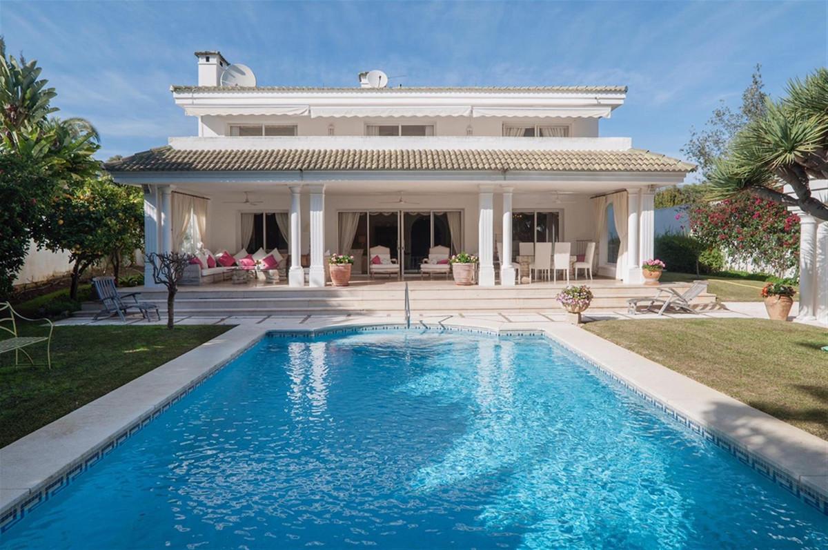 Detached Villa for sale in Los Monteros R3824038