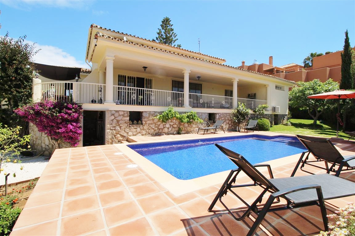 Detached Villa for sale in Cabopino