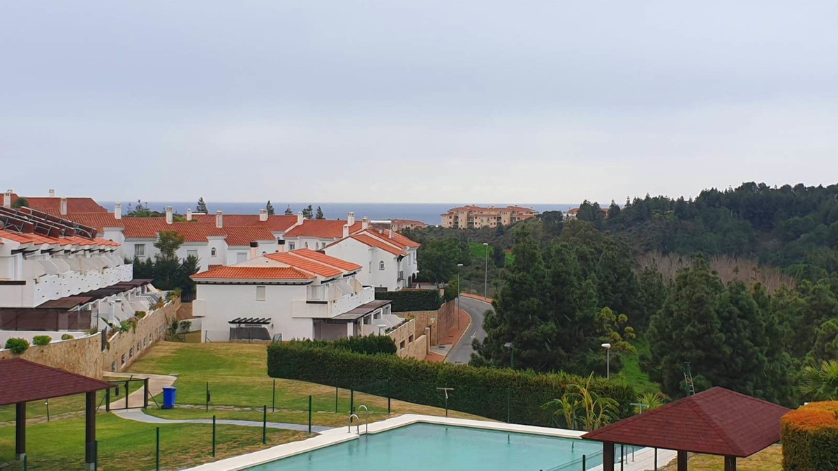 Nice townhouse in urbanization with large common areas that enjoys paddle courts, a very complete pl,Spain