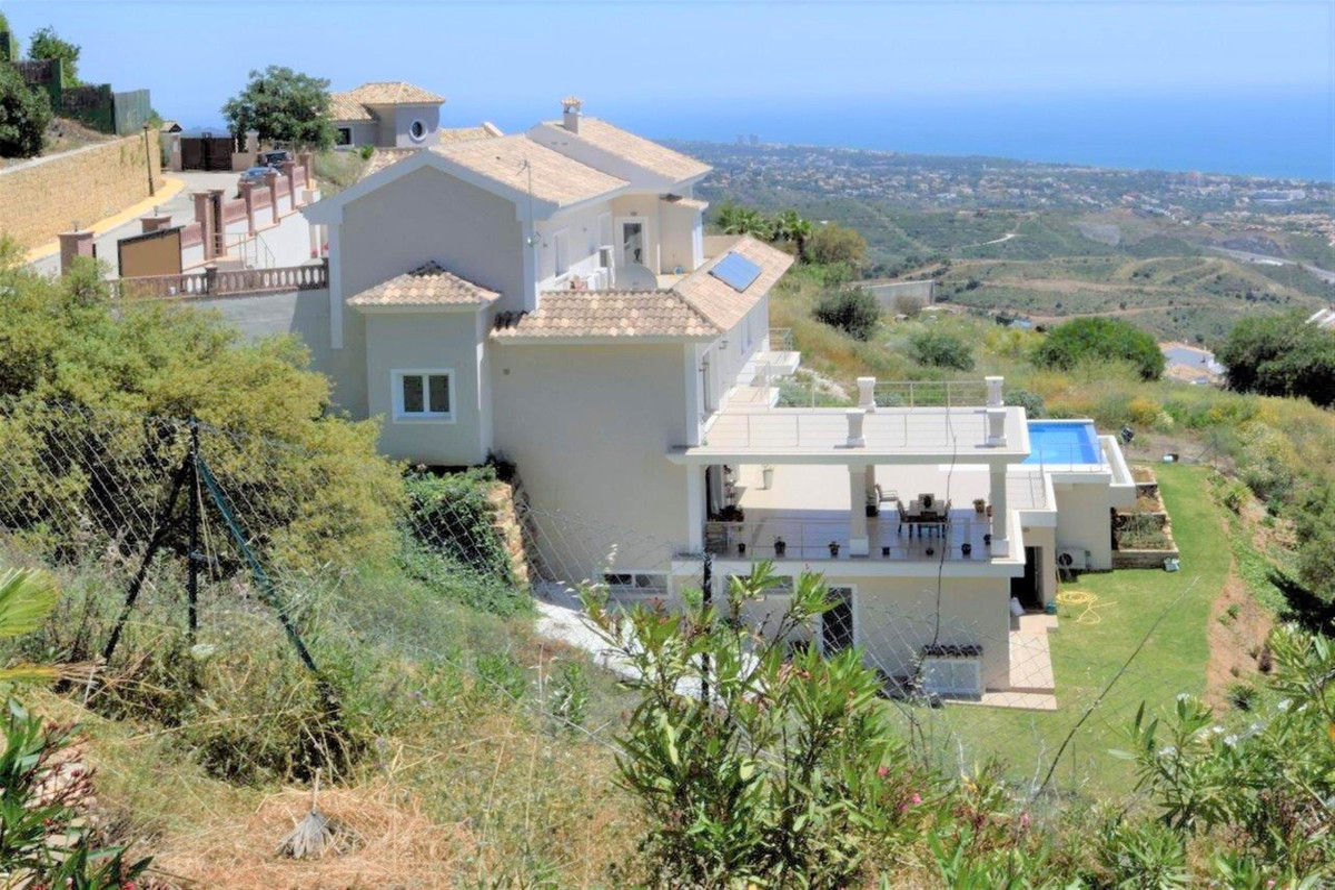 Detached Villa for sale in Marbella R3498511