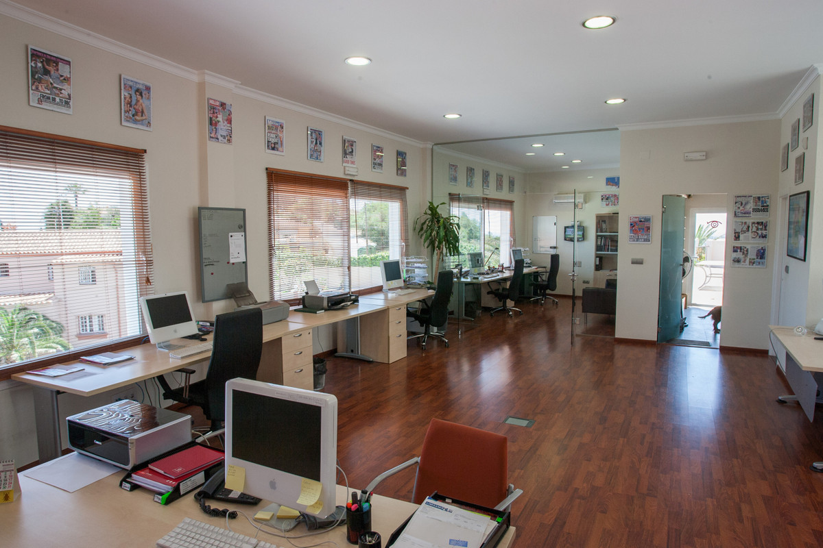 PRIVILEGED LOCATION FOR THIS COMMERCIAL PLACE OFFICE WITH KITCHEN, 60M2 TERRACE AND PRIVATE PARKING ,Spain
