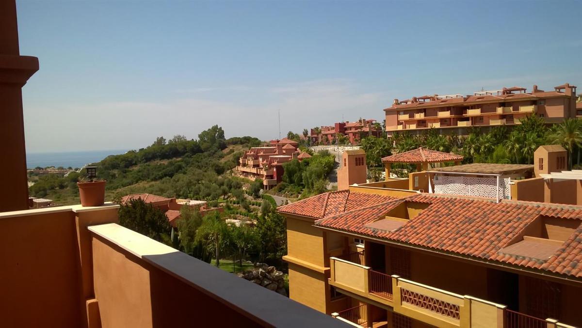 Beautiful furnished apartment for sale, in the urbanization La Reserva de Marbella, just 10 minutes ,Spain