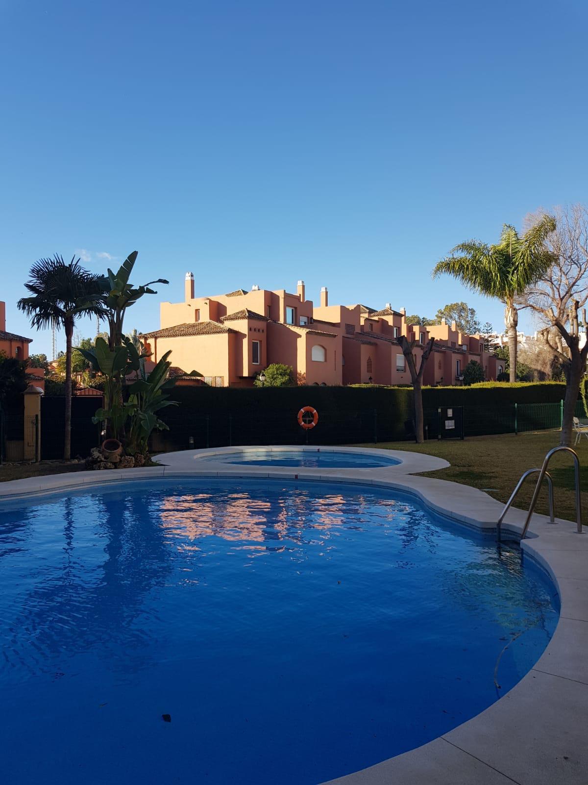 Leilighet - bakkeplan i Guadalmina Baja R3289060