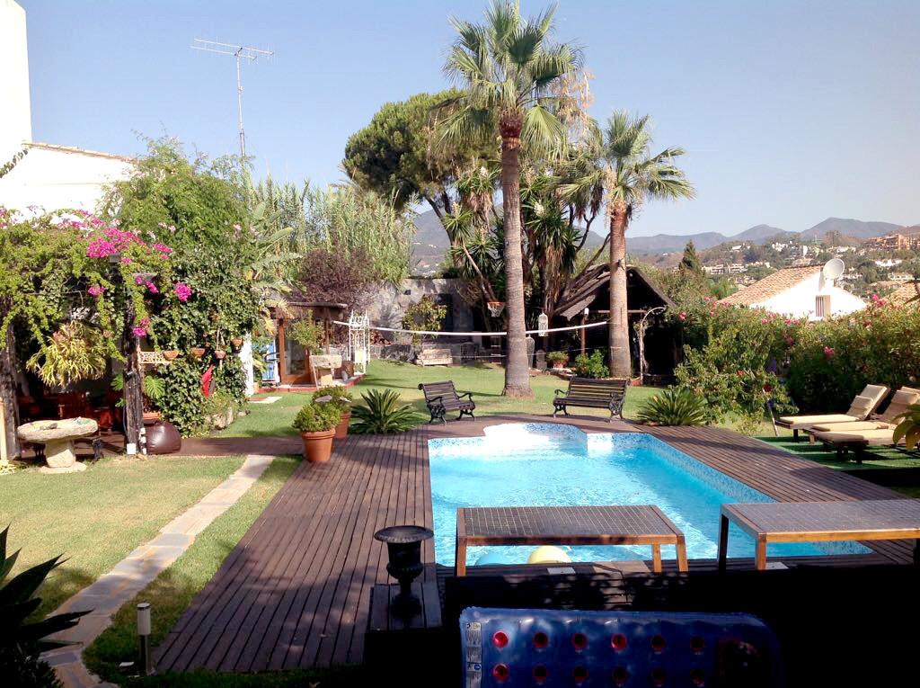 Detached villa located in a very quiet urbanization in Nueva Andalucia (Marbella).  This incredible ,Spain
