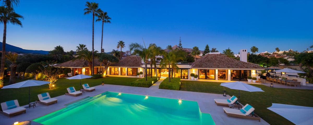 9 bedroom villa for sale nueva andalucia