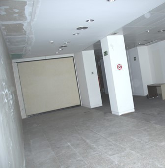 Spacious and bright local 215 meters with 2 bathrooms and divided into several rooms. It is just 5 m,Spain