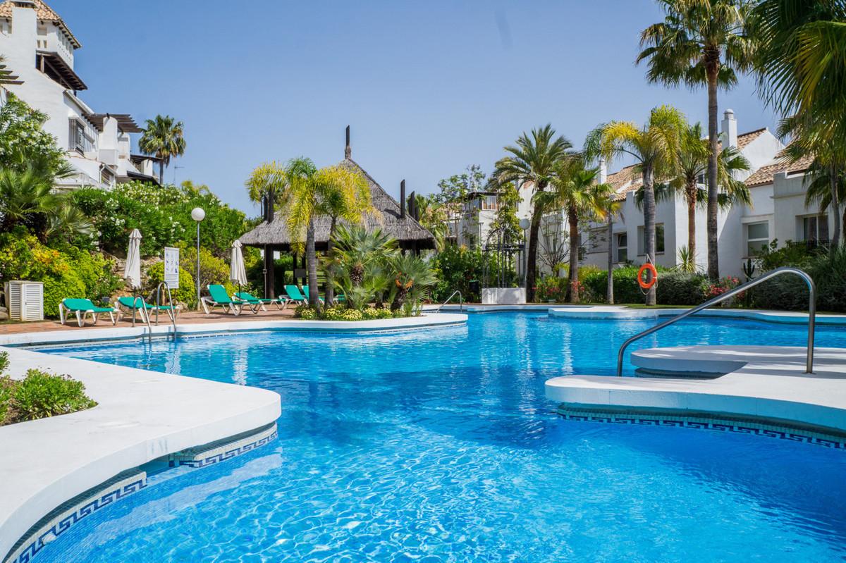 Townhouse, The Golden Mile, Costa del Sol. 3 Bedrooms, 2 Bathrooms, Built 250 m², Terrace 35 m².  SeSpain