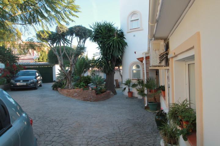 Villa  Detached for sale   in El Pinillo