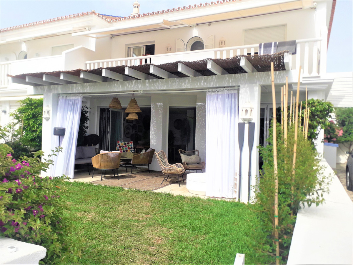 Semi-Detached House for sale in San Pedro de Alcántara R3912211