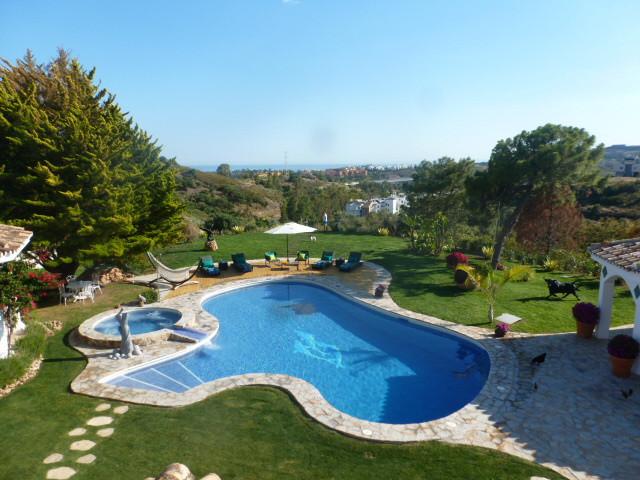Detached Villa for sale in Benahavís R2388410