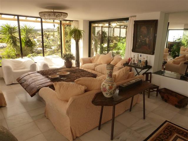 6 Bedroom Villa for sale Estepona