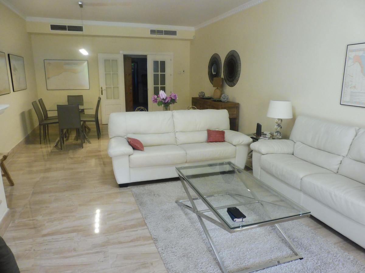 2 bedrooms Apartment in Guadalmina Baja