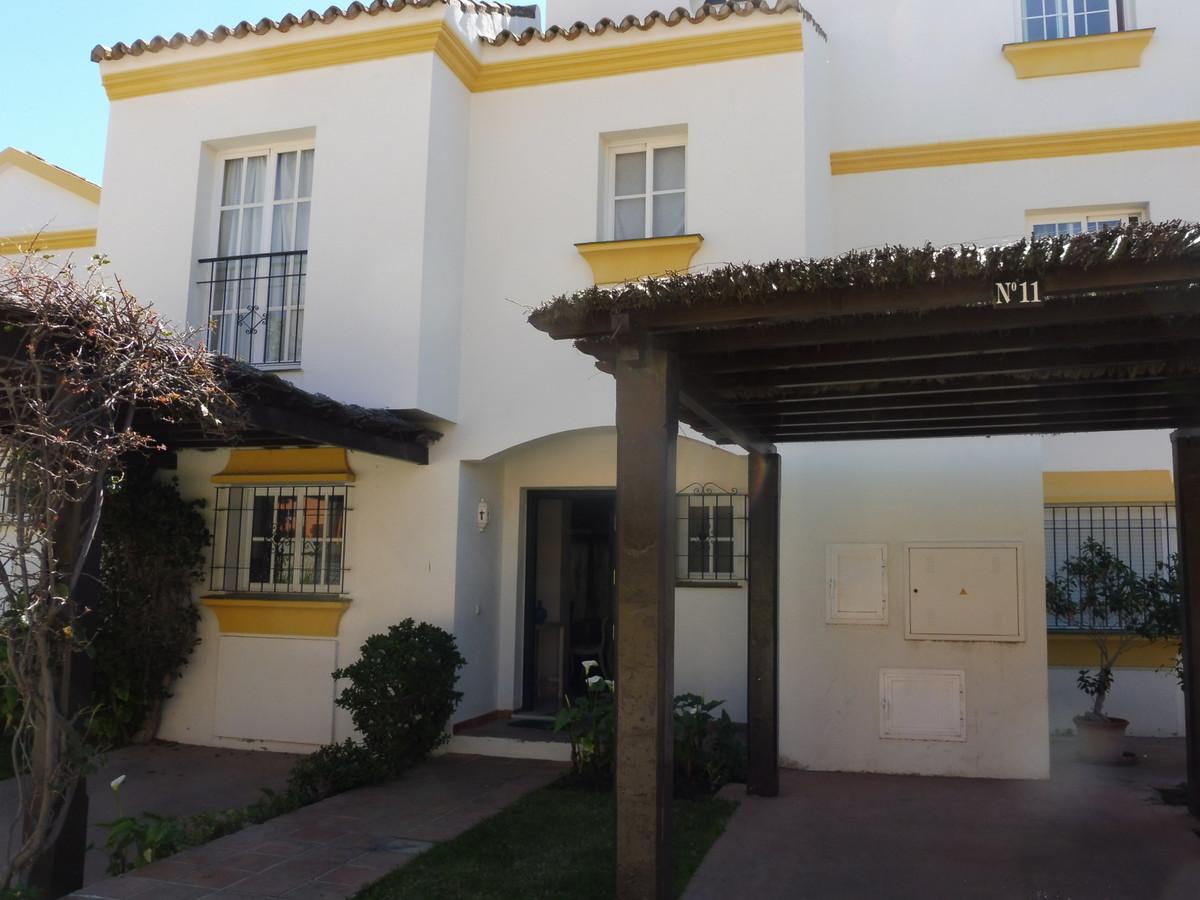 Maison Jumelée  Mitoyenne en location  à New Golden Mile