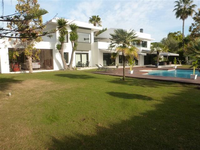 Vrijstaande Villa te koop in Guadalmina Baja R2552909