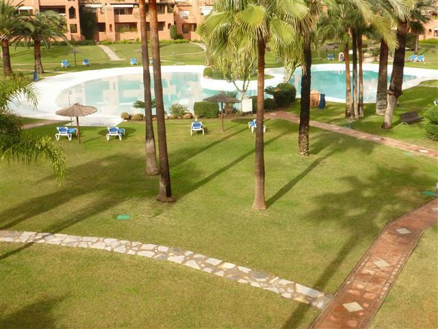 Apartamento 5 Dormitorios en Venta Guadalmina Baja