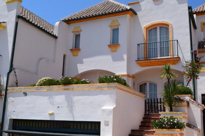 Unifamiliar 4 Dormitorios en Venta Riviera del Sol