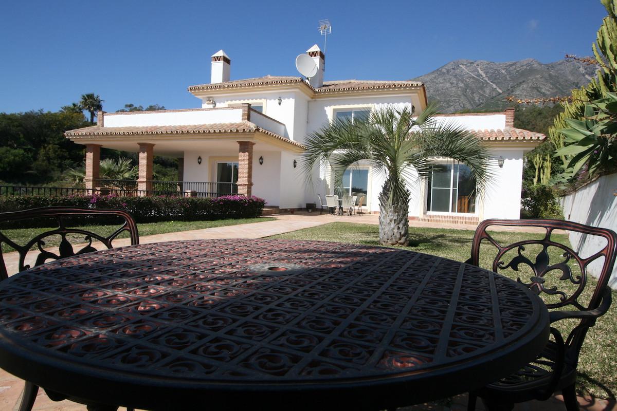 Villa 3 Dormitorios en Venta Valtocado