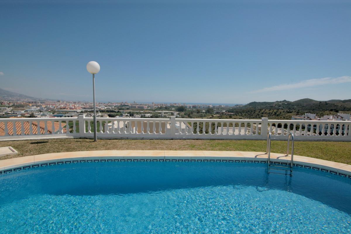 Villa 3 Dormitorios en Venta Cerros del Aguila