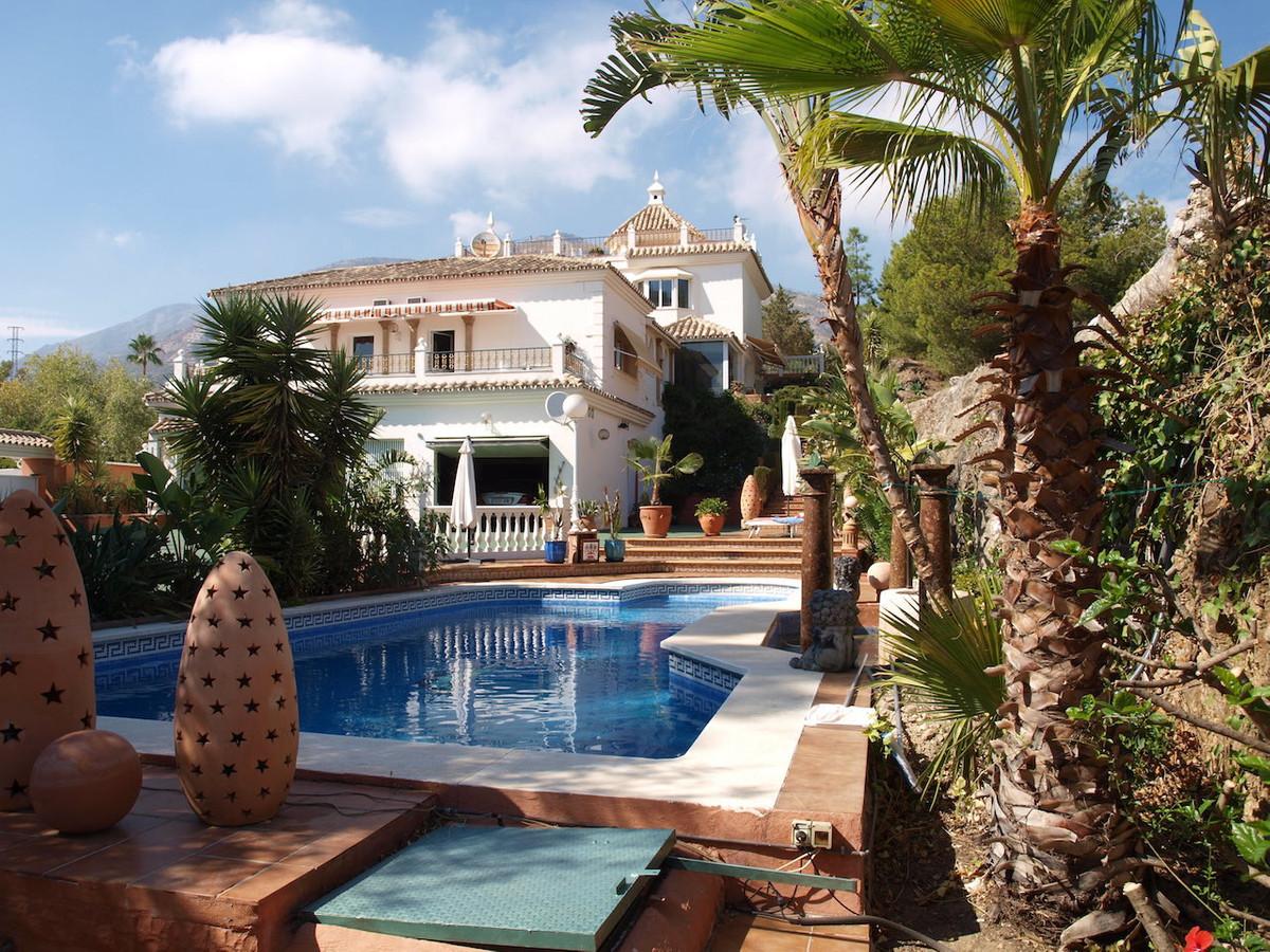 Villa 4 Dormitorios en Venta Mijas